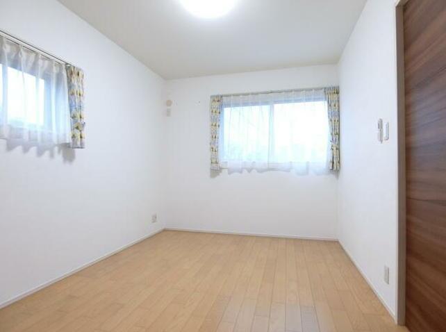 1階に1室、2階は3室の合計4室確保!子ども部屋もしっかり取れます。自分だけの空間が嬉しい♪