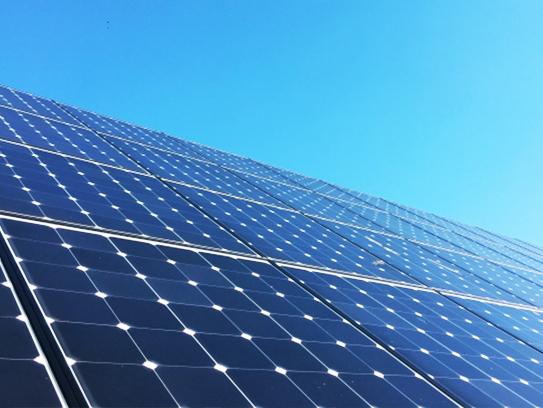 太陽光発電システム付き。毎日の家計を助けるだけでなく、停電時にも発電した電気が利用できます。