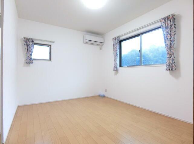 全居室に収納付きで、すっきり片付け♪お部屋を広く使えます。大切なお洋服も綺麗に保管ができます。
